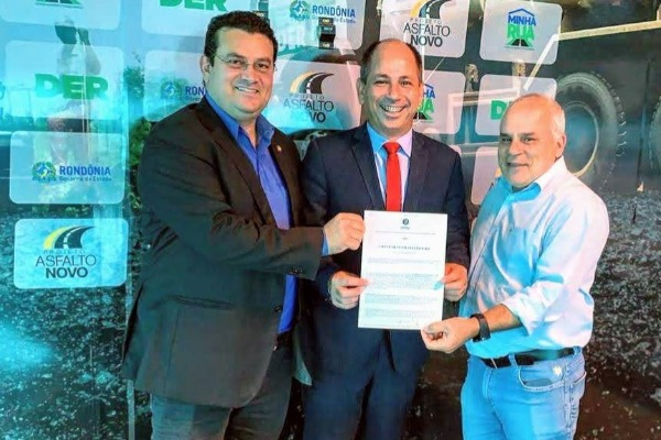 Ezequiel Junior assina convênios de R$ 311 mil para Machadinho d'Oeste (RO)