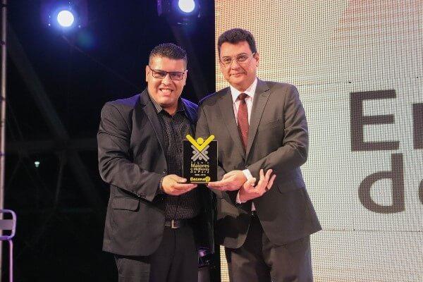 Fábio Freitas é premiado pela Revista Bacana