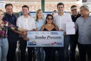 Fábio Freitas prestigia entrega de benefícios à famílias paraenses