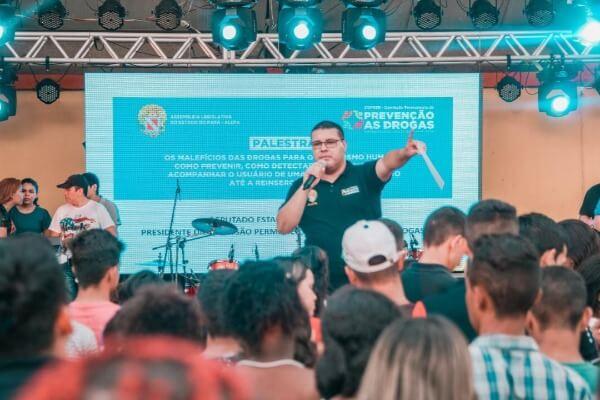 Fábio Freitas prestigia evento da juventude em Ananindeua