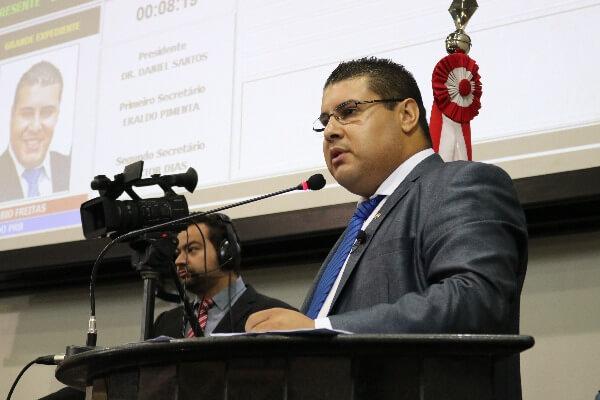 Fábio Freitas apresenta demandas da sociedade na Assembleia