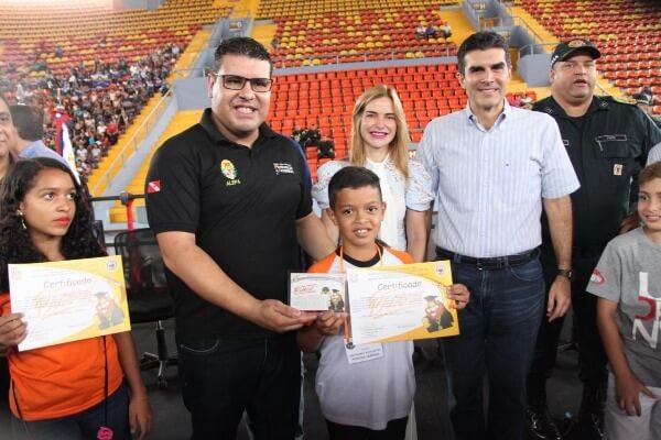 Fábio Freitas participa da formatura de quase 5 mil alunos pelo Proerd