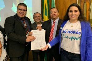 Fábio Freitas homenageia escola de enfermagem no Pará