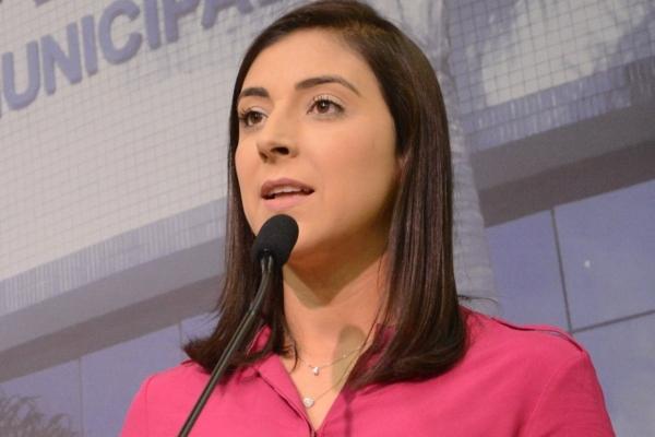 Flávia Carvalho propõe inclusão da Lei Maria da Penha nas escolas de São J. dos Campos