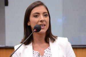 Projeto de Flávia Carvalho garante vacina aos cuidadores de idosos