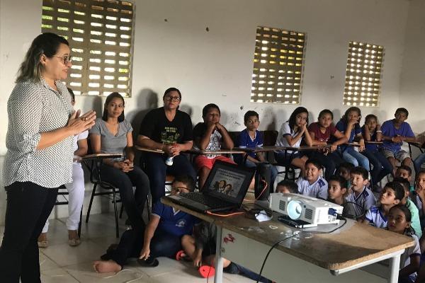 Combate ao feminicidio é tema de palestra para estudantes em Luís Correia (PI)