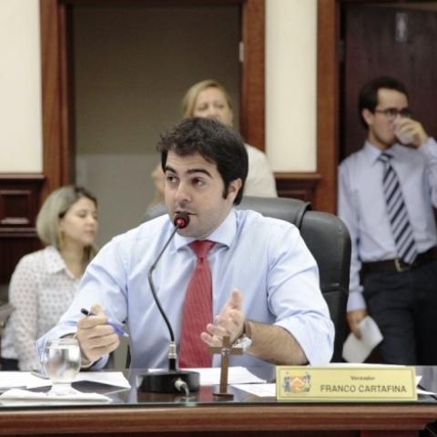 Projeto Parlamento Jovem de Uberaba realiza oficinas de Biodança
