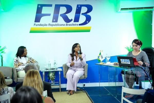 frb-lancamento-curso-liderancas-femininas-foto3-douglas-gomes-4-5-2016