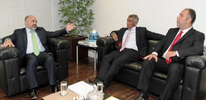 Ministro George Hilton recebe senador Romário