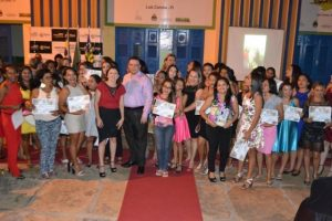 Gessivaldo Isaías entrega 192 diplomas de qualificação profissional em Luís Correia