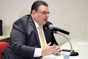 Comissão aprova projeto que obriga a instalação de placas em Braile nas rodoviárias do Piauí