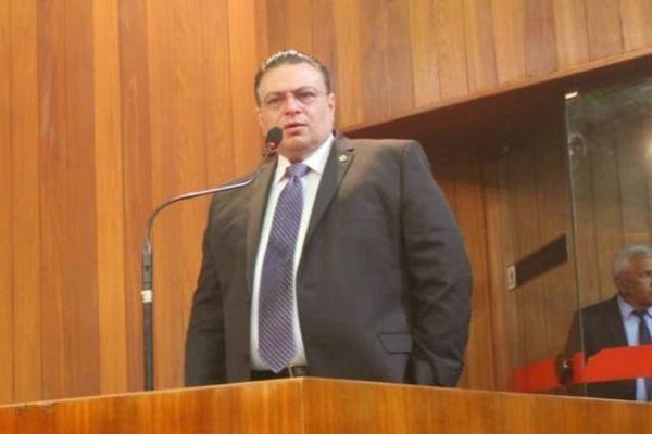 Gessivaldo Isaías propõe combate às fake news e punição a pedófilos no Piauí