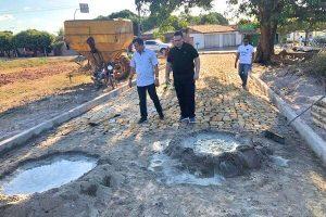 Gessivaldo visita obras de pavimentação em Porto (PI)