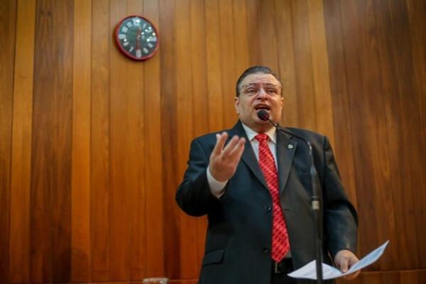 Gessivaldo Isaías lamenta multas de trânsito a beneficiários do INSS no PI