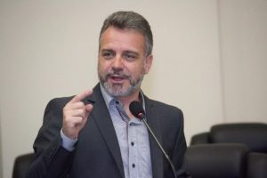Gilberto Abramo defende instalação de brinquedotecas em estabelecimentos de saúde