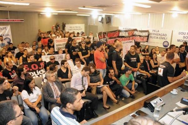 gilberto-abramo-prb-promove-debate-sobre-a-modernizacao-da-policia-civil-foto-divulgacao-22-10-15-01
