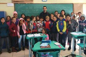 Gilberto Gomes Junior palestra em escola sobre as funções do Legislativo