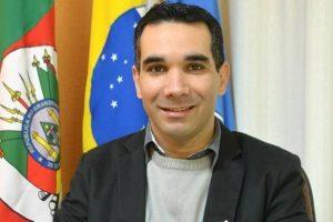 Gilberto Gomes Júnior defende a criação da Escola Legislativa na Câmara de Parobé