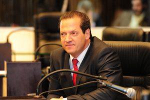 Gilberto Ribeiro quer garantir porte de arma a policiais aposentados
