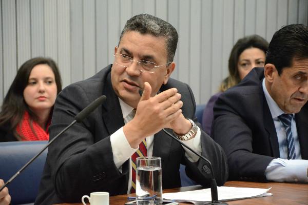 Deputado Gilmaci Santos participa de reunião da CPI da Merenda em São Paulo