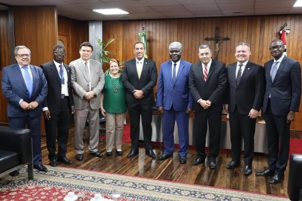 Gilmaci Santos recebe comitiva da Costa do Marfim