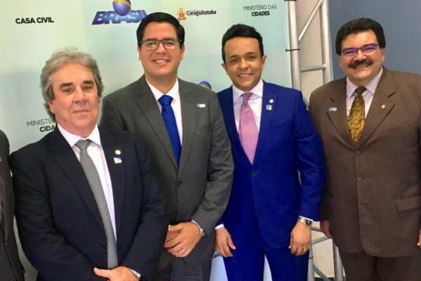Gilmar Souza Santos prestigia entrega de títulos de regularização fundiária em SP