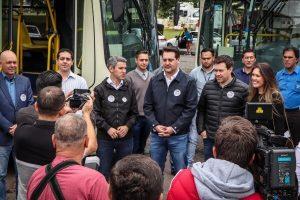Comec entrega 22 novos ônibus e reforça transporte na Grande Curitiba