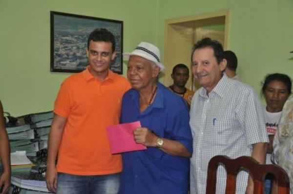 Glalbert Cutrim e Zito Rolim entregam repasse para festas juninas de Codó