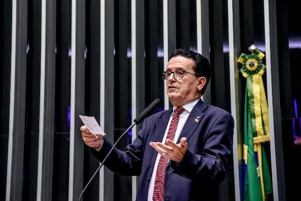 """""""A Lei Anticrime foi aprovada de forma desidratada"""", diz Hélio Costa"""