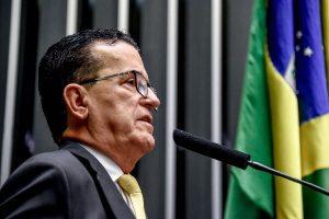 """""""A ANTT não fez um metro de asfalto na BR -116"""", diz Hélio Costa"""