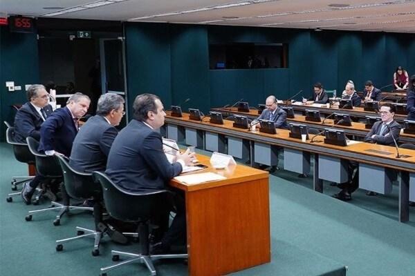 Hélio Costa analisa projeto que altera Lei de Improbidade Administrativa