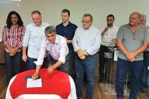 Hudson Leal assina convênio para revitalização da Orla de Castelhanos em Anchieta
