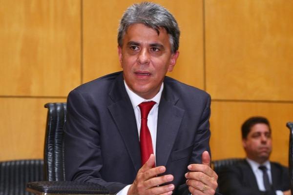 Hudson Leal pede redução em 50% da taxa de esgoto no Espírito Santo