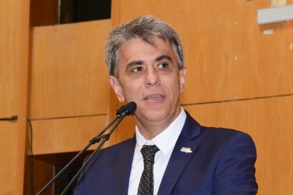 Hudson Leal pede aquisição de trator para o município de Itarana