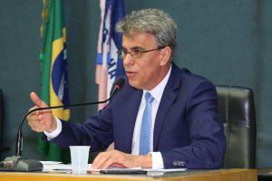 Hudson Leal pede retroescavadeira para o município de Brejetuba
