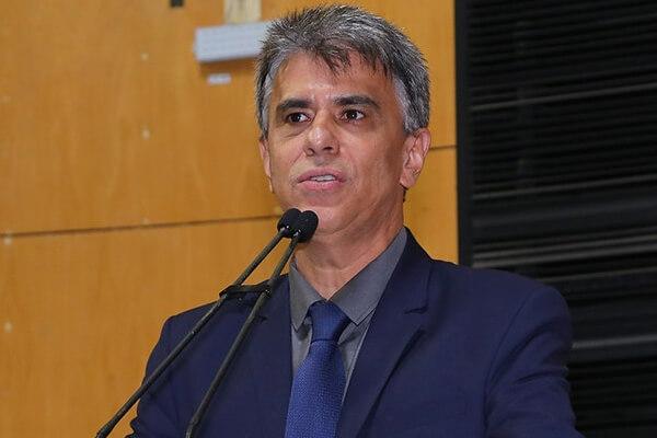 Hudson Leal pede asfaltamento para município de João Neiva