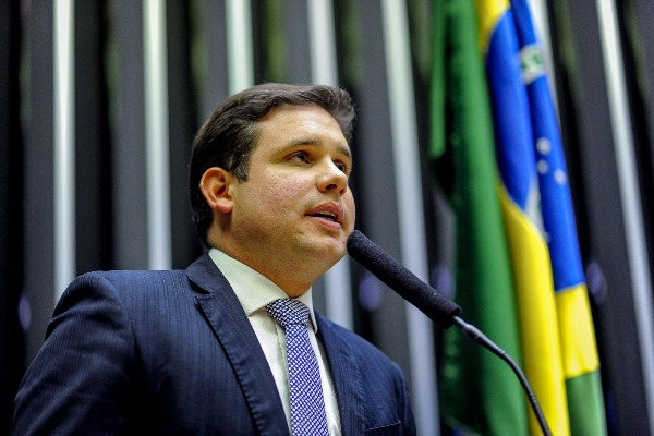 Hugo Motta sugere compra de gás de cozinha direto do produtor