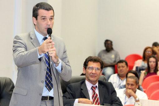 Igor Sardinha e Amaro Luiz vão às ruas em apoio ao comércio e a hotelaria de Macaé