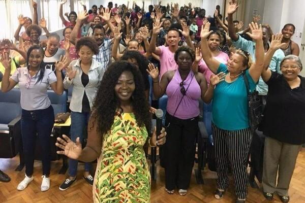 Ireuda Silva conduz bate-papo sobre desafios da mulher negra no mercado de trabalho