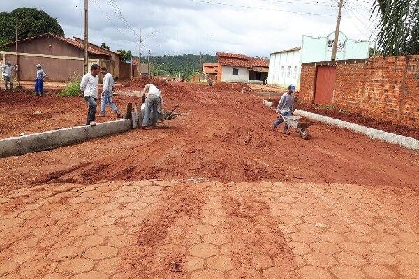 Ivan Paz começa fevereiro com obras de pavimentação de ruas