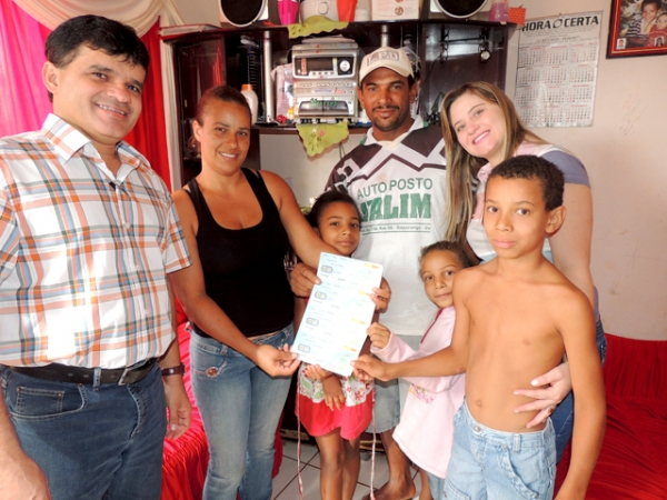jabez-melo-prb-entrega-cheque-moradia-foto-ascom-02-09-13