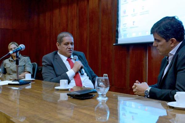 Jefferson Rodrigues discute medidas de segurança nas escolas de Goiás