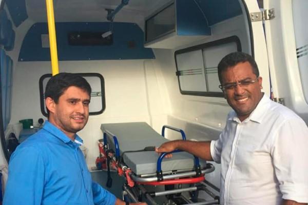 Prefeito Joab Santos entrega ambulância em Riachão (MA)