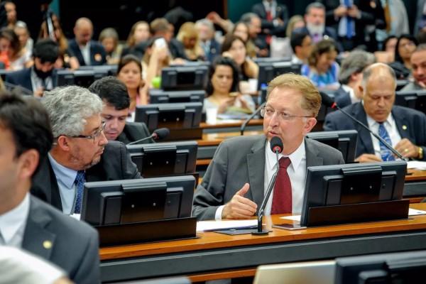 João Campos defende reeleição de membros dos Conselhos Tutelares