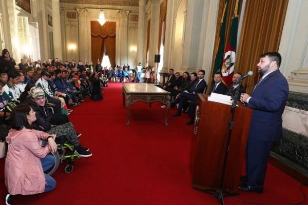 João Derly anuncia incentivo ao esporte em evento com atletas paraolímpicos