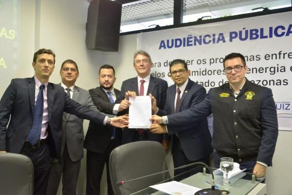 Comissão firma termo de compromisso com a Amazonas Energia para melhoria no fornecimento