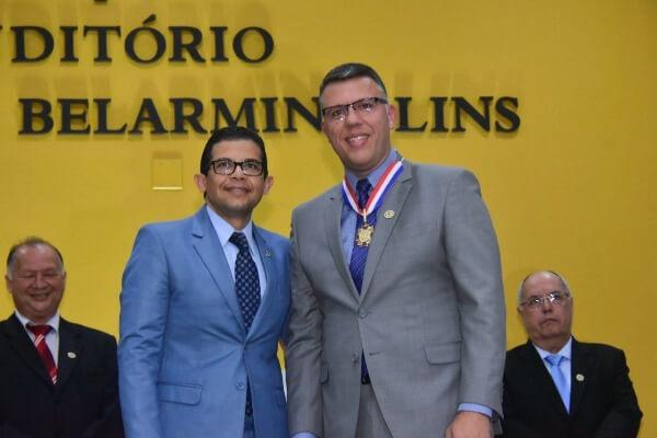 João Luiz homenageia secretário de esportes de Manaus