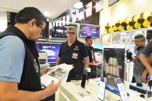 Comissão de Defesa do Consumidor notifica lojas em shopping de Manaus