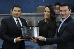 Vereador João Luiz entrega título de mérito a esportistas de Manaus