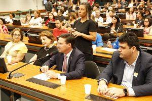 João Roma defende políticas de inclusão para pessoas com autismo